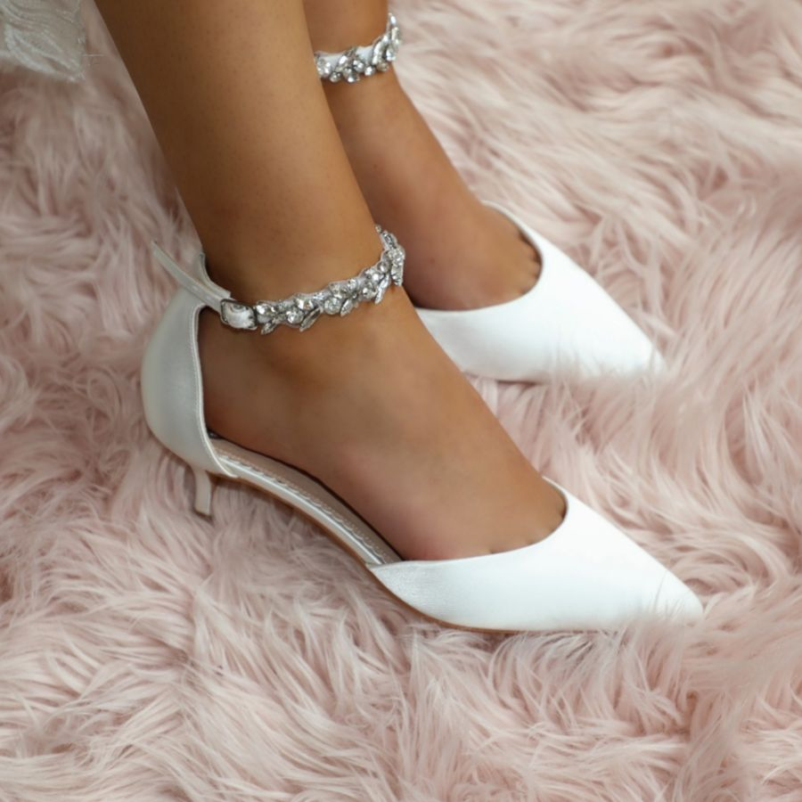 Lovely Low Heel Wedding Shoes For The Stylish Bride Lace Favour