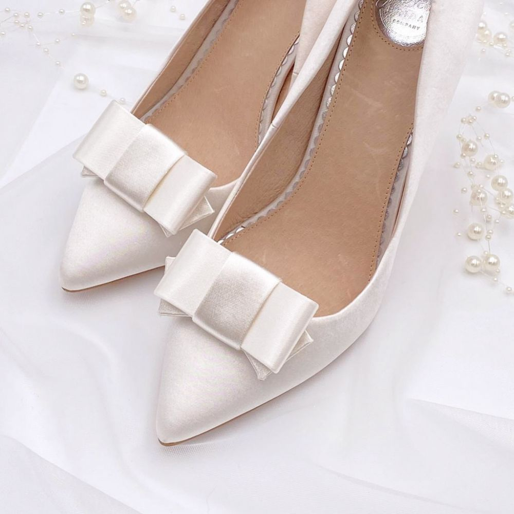 Rainbow Club Zavior Plain Ivory Satin Bow Shoe Clips