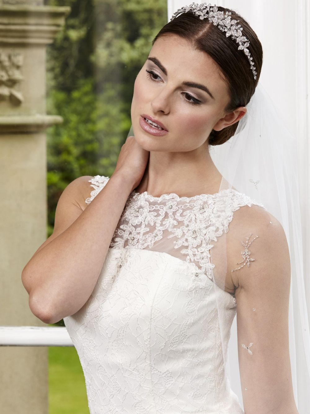 Linzi Jay Single Tier Fingertip Veil with Scattered Beaded Flowers LA960