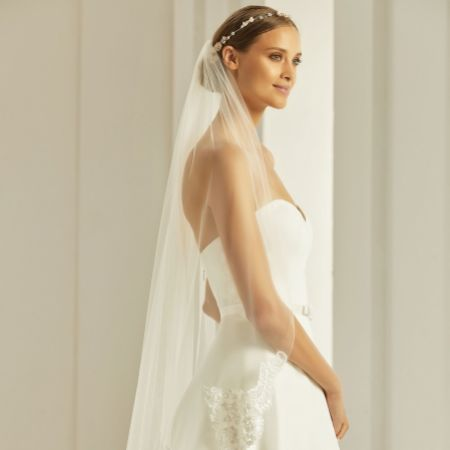 Bianco Ivory Single Tier Fingertip Veil with Beaded Lace Edge S286