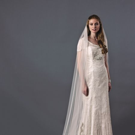 Joyce Jackson Beverley Hills Single Tier Beaded Lace Veil