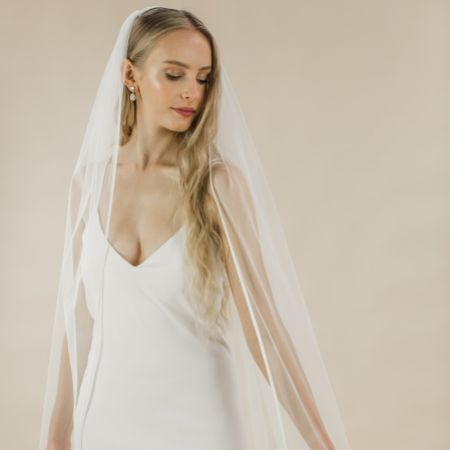 Rainbow Club Snapdragon Ivory Single Tier Satin Edge Chapel Veil