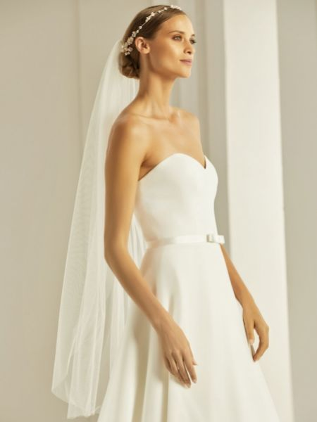 Bianco Ivory Plain Single Tier Fingertip Veil with Cut Edge S303