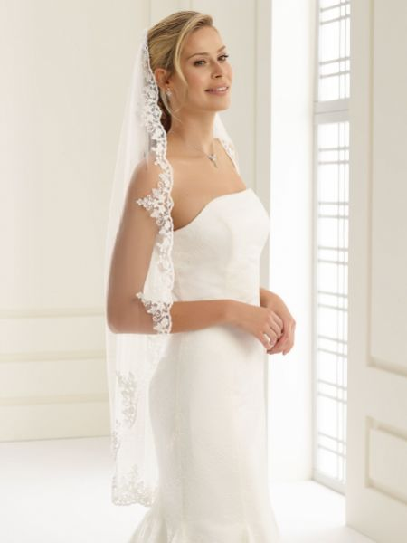 Bianco Single Tier Delicate Beaded Lace Edge Fingertip Veil S192