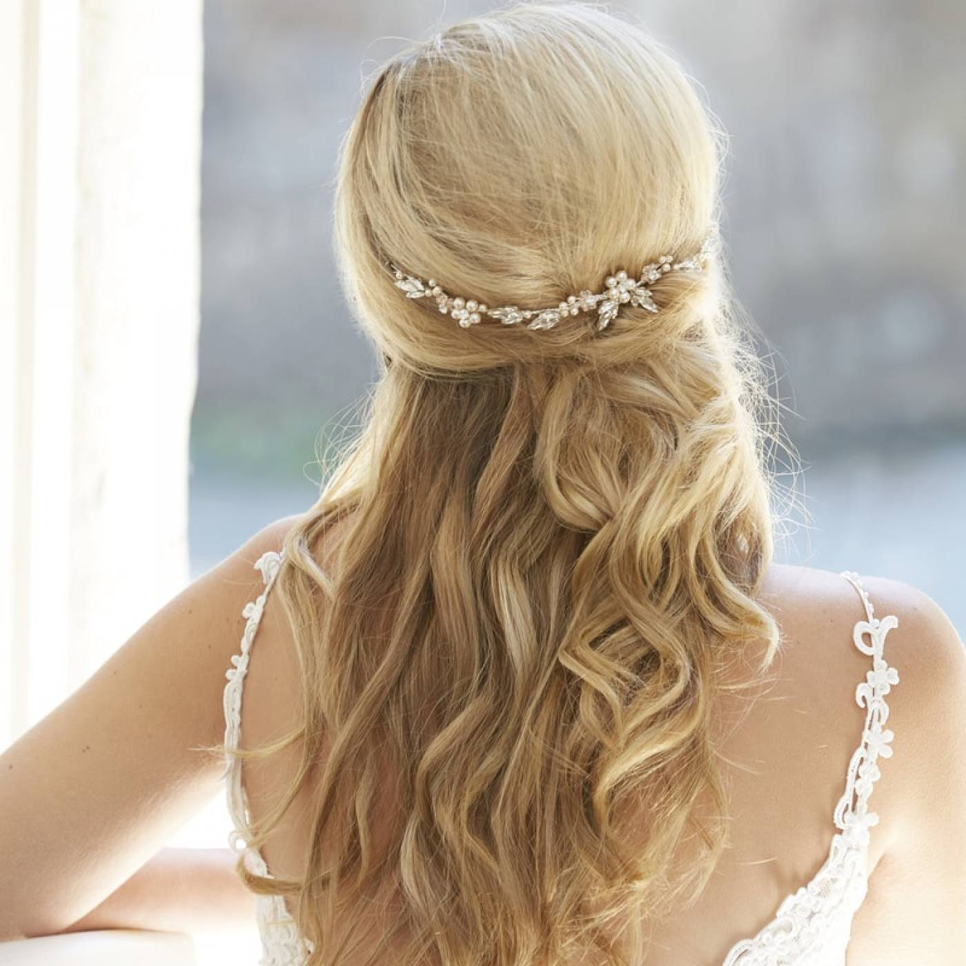 arianna-calista-pearl-and-crystal-mini-wedding-hair-vine-ar575-model-4-1400x1400