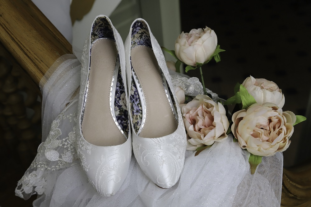 mable-lace-court-shoes